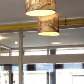 Bedrukte kappen gemonteerd aan plafond