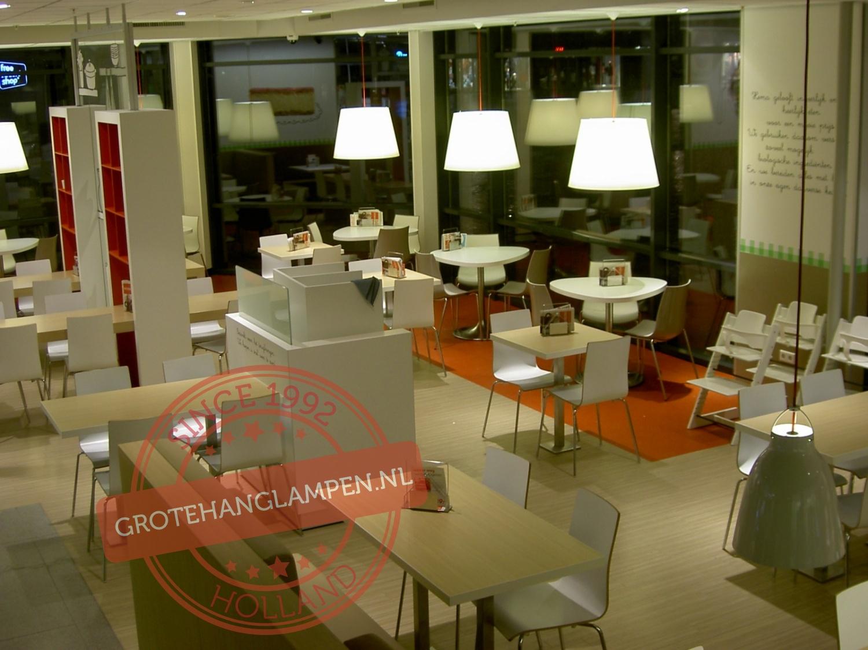 Witte hanglampen geleverd aan HEMA Roosendaal
