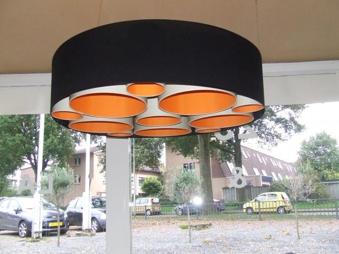 Hanglamp gevuld met kleine lampenkappen