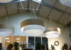 Drie dubbele lampenkappen intratuin plafondsysteem