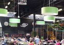 donutlamp monkeytown plafond zaal