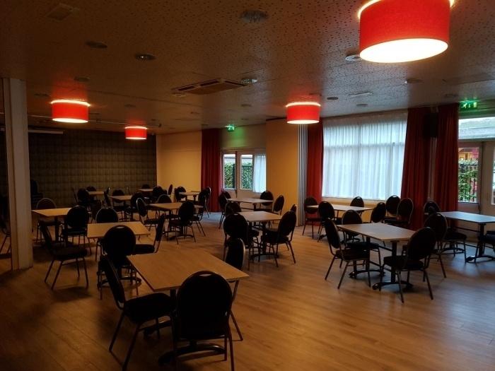 lampenkappen zaal grote ruimte
